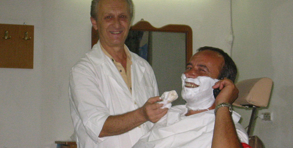 Beim Rasieren in Gjirokastra