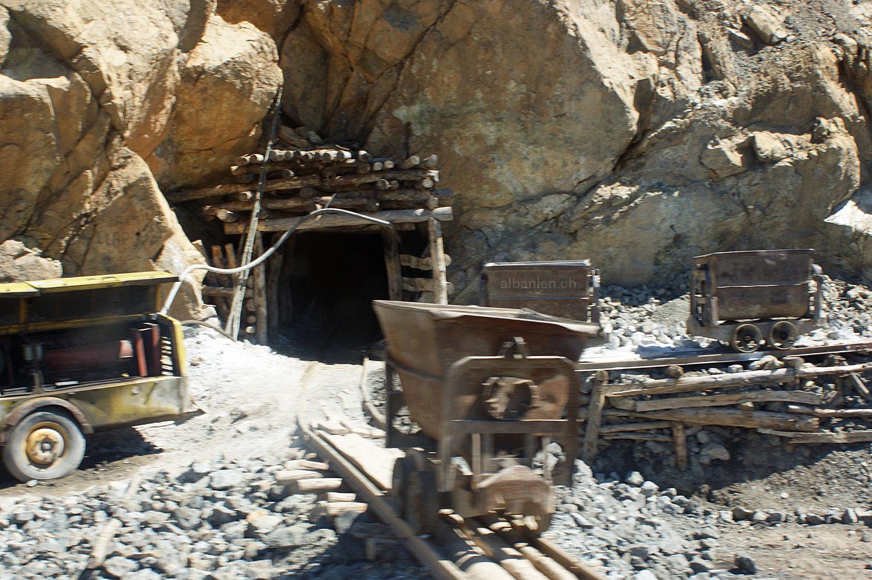 Bergwerk bei Buqiza