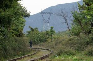 Hier verkehren nur noch selten Züge, aber gerne andere – Eisenbahnlinie Elbasan-Librazhd
