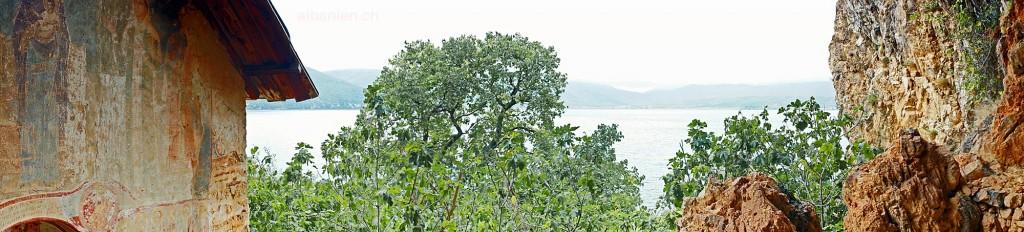 Auf der Insel Maligrad: Blick von der Höhleninsel auf den See