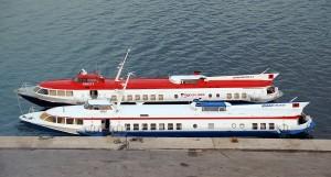 Tragflügelboote für den Verkehr zwischen Korfu und Saranda im Hafen von Korfu-Stadt