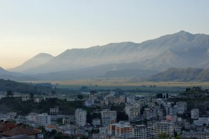 Gjirokastra: Blick ins Drino-Tal
