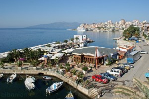 Saranda: Bucht mit Bootshafen