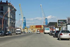 Hafenkräne mitten in der Stadt