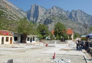 Dorfplatz von Tamara während Renovation