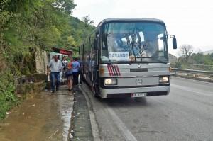 Kurze Pause auf langer Busfahrt
