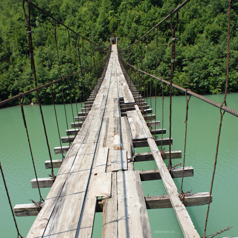 Hängebrücke in Mat
