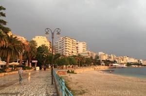 Saranda – Promenade nach Regenschauer