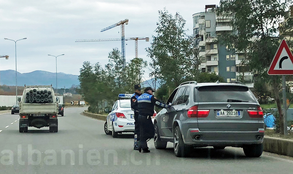 Polizeikontrolle in Tirana