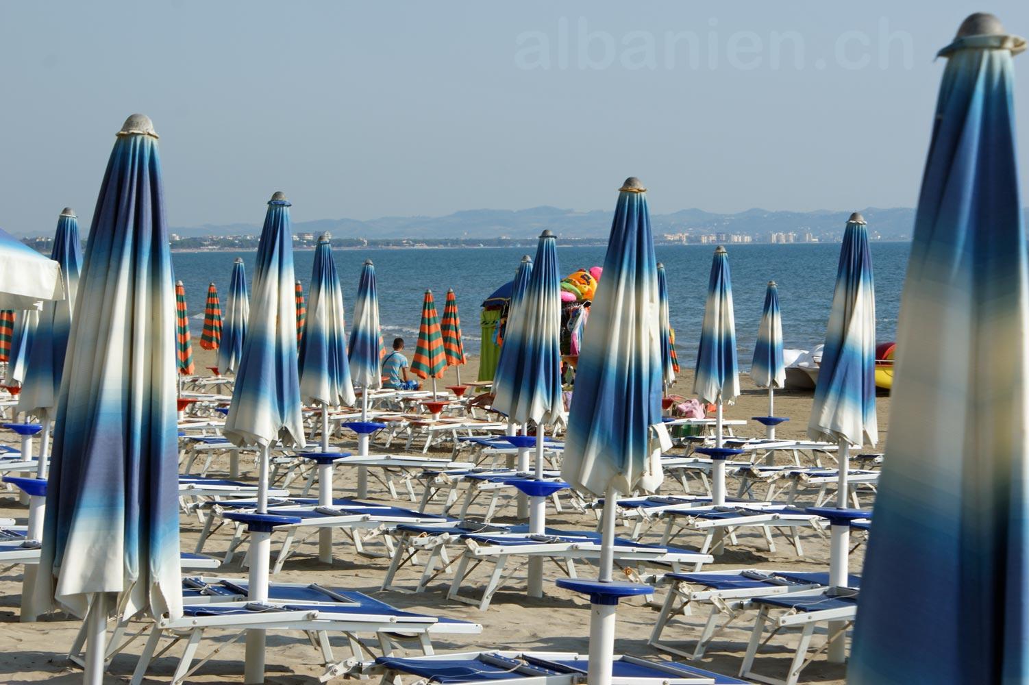 Durrës Plazh Sonnenschirme