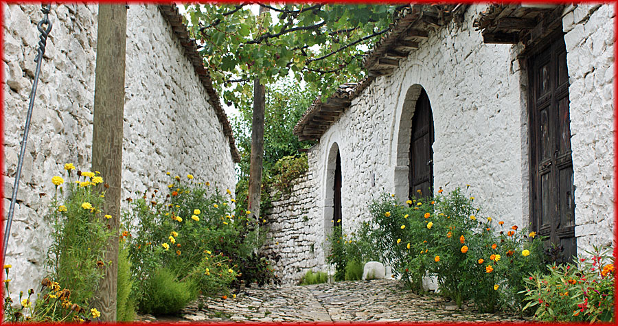 Berat – Gasse in der Burg